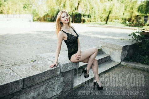 Victoria from Cherkasy 21 years - favorite dress. My small public photo.