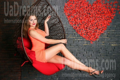 Helen from Zaporozhye 32 years - romantic girl. My small public photo.