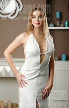 Helen from Zaporozhye 32 years - eyes with love. My small public photo.