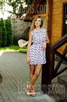 Olena from Lutsk 31 years - single russian woman. My small public photo.