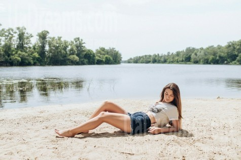 Daria from Poltava 22 years - happy woman. My small public photo.