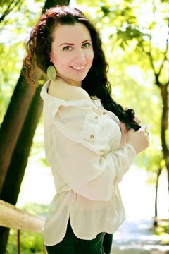 Yana from Poltava 21 years - carring woman. My mid primary photo.