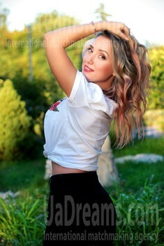 Alena from Zaporozhye 41 years - photo gallery. My small public photo.