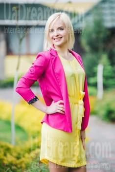 Olya from Lutsk 37 years - good mood. My small public photo.