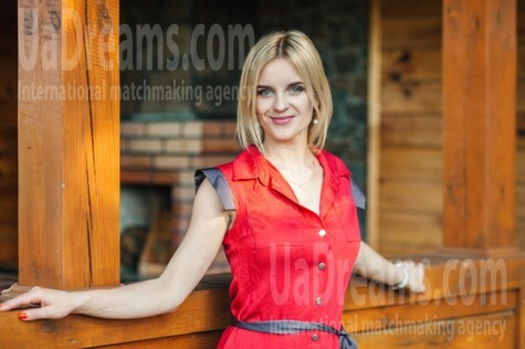 Olya from Lutsk 39 years - loving woman. My small public photo.