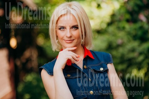 Olya from Lutsk 39 years - bright smile. My small public photo.