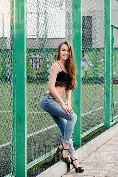 Inessa from Cherkasy 26 years - smiling for you. My small public photo.