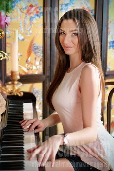 Alina from Zaporozhye 21 years - single lady. My small public photo.