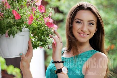 Alina from Zaporozhye 21 years - single russian woman. My small public photo.