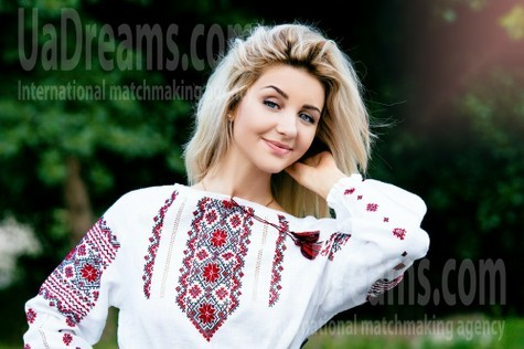Anna from Cherkasy 21 years - Warm-hearted girl. My small public photo.