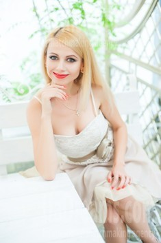Oksana from Ivanofrankovsk 34 years - charm and softness. My small public photo.