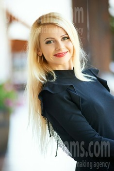 Oksana from Ivanofrankovsk 35 years - attractive lady. My small public photo.