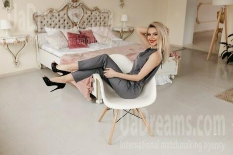 Oksana from Ivanofrankovsk 36 years - single russian woman. My small public photo.
