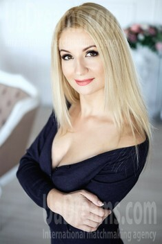 Alyona 31 years - sunny smile. My small public photo.