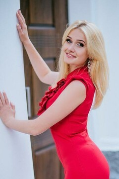 Alexandra from Poltava 23 years - wants to be loved. My mid primary photo.