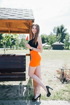 Helen from Cherkasy 22 years - amazing appearance. My small public photo.