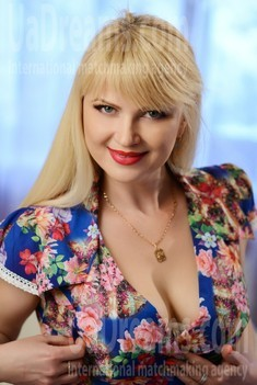Natalie from Rovno 42 years - happy woman. My small public photo.