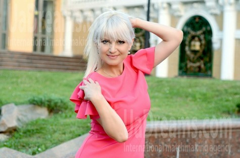 Natalie from Rovno 42 years - clever beauty. My small public photo.