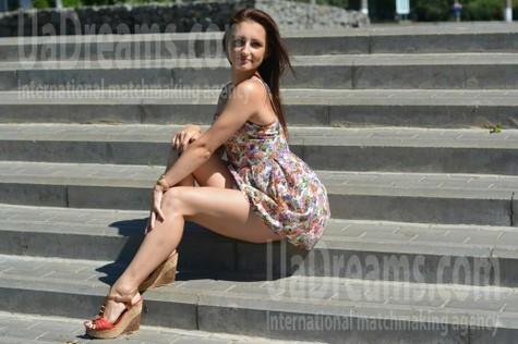 Marina from Kremenchug 27 years - bright smile. My small public photo.