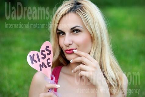 Alenka from Zaporozhye 28 years - romantic girl. My small public photo.
