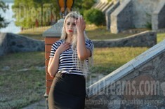 Irina from Kremenchug 27 years - on a summer outing. My small public photo.