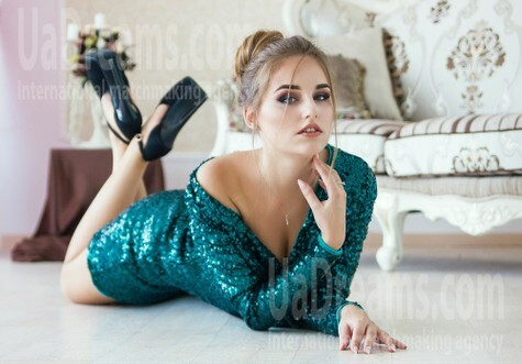 Nadezhda from Kharkov 22 years - single russian woman. My small public photo.