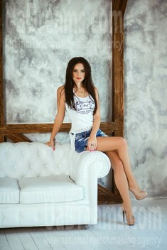 Alina from Kiev 29 years - desirable woman. My small public photo.