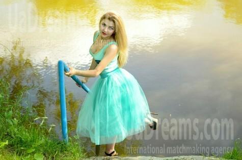 Yana from Lutsk 23 years - seeking soulmate. My small public photo.