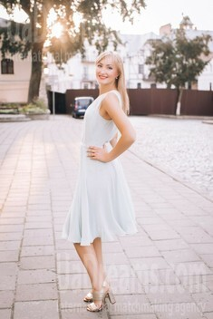 Irochka from Lutsk 31 years - bride for you. My small public photo.