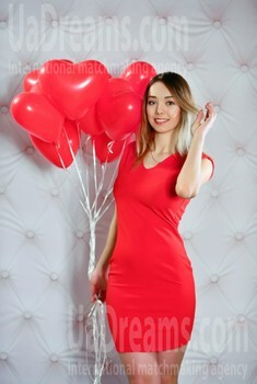 Viktoria from Rovno 22 years - loving woman. My small public photo.