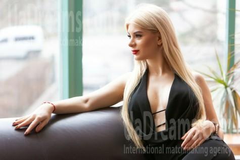 Darya from Kremenchug 20 years - seeking soulmate. My small public photo.