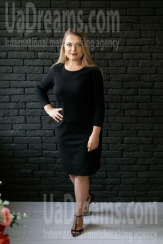 Oksana from Ivano-Frankovsk 28 years - intelligent lady. My small public photo.