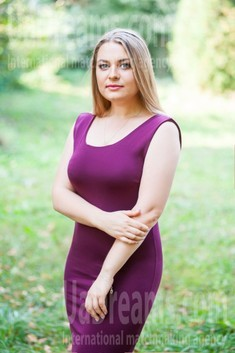 Oksana from Ivanofrankovsk 28 years - smiling for you. My small public photo.