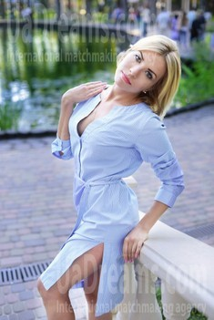 Anna from Kharkov 34 years - ukrainian woman. My small public photo.