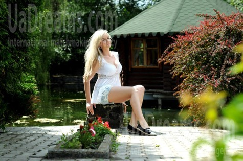 Anna from Rovno 32 years - wants to be loved. My small public photo.