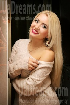 Alyona from Zaporozhye 24 years - sunny smile. My small public photo.