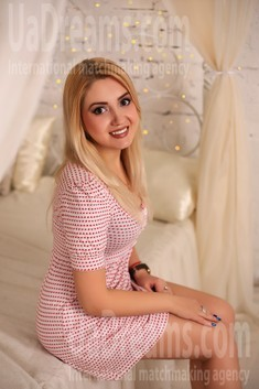 Alyona from Zaporozhye 23 years - seeking soulmate. My small public photo.