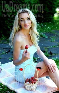 Marisha from Rovno 28 years - romantic girl. My small public photo.