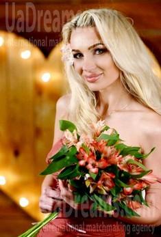 Marisha 29 years - eyes with love. My small public photo.