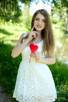 Yuliya from Lutsk 20 years - search for love. My small public photo.