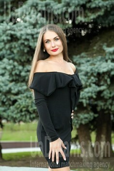 Elena from Sumy 32 years - nice smile. My small public photo.