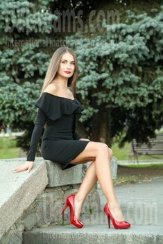 Elena from Sumy 33 years - good mood. My small public photo.