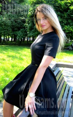 Iren from Rovno 34 years - Warm-hearted girl. My small public photo.