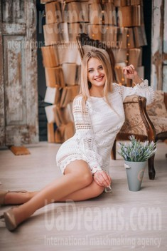 Tanya from Lutsk 24 years - cool photo shooting. My small public photo.