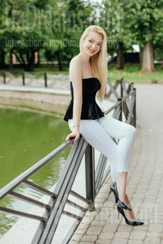 Anya from Ivano-Frankovsk 24 years - wants to be loved. My small public photo.