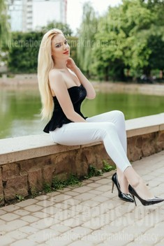 Anya from Ivano-Frankovsk 24 years - waiting for you. My small public photo.
