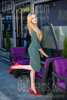Anya from Ivanofrankovsk 21 years - good girl. My small public photo.