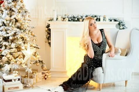Anya from Ivanofrankovsk 22 years - single russian woman. My small public photo.