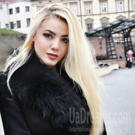 Anya from Ivanofrankovsk 21 years - on a summer outing. My small public photo.