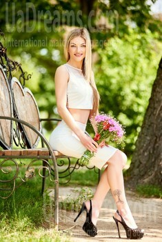 Christina from Ivanofrankovsk 28 years - soft light. My small public photo.